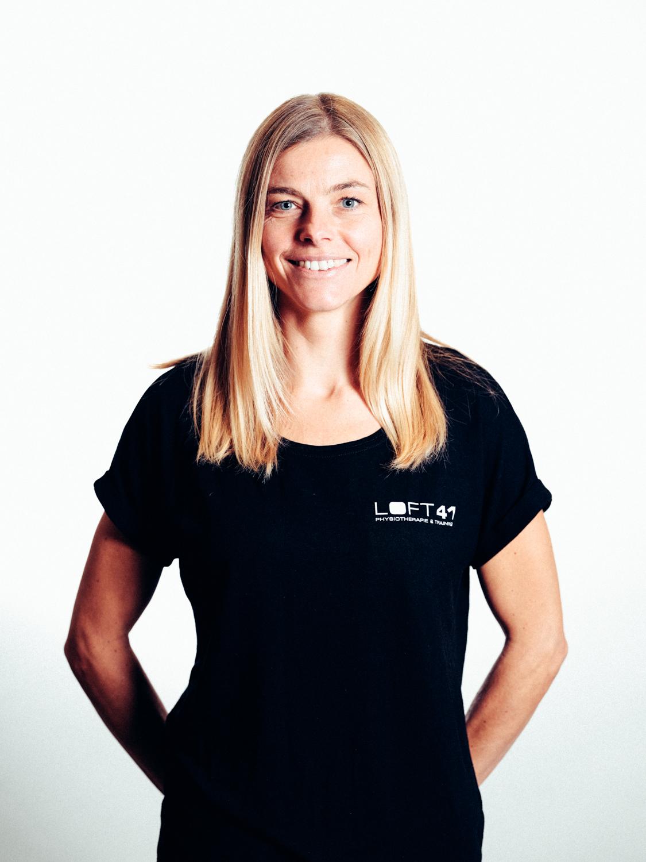 Portrait Foto von Birgit Tölderer-Pekarek, Gründerin und Physiotherapeutin im Loft41