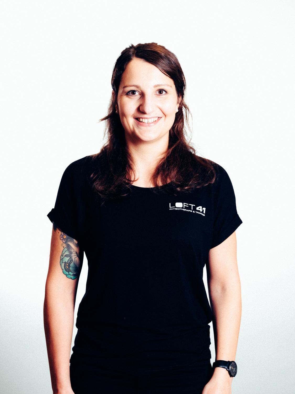 Portrait Foto von Maria Irrasch, Physiotherapeutin im Loft 41