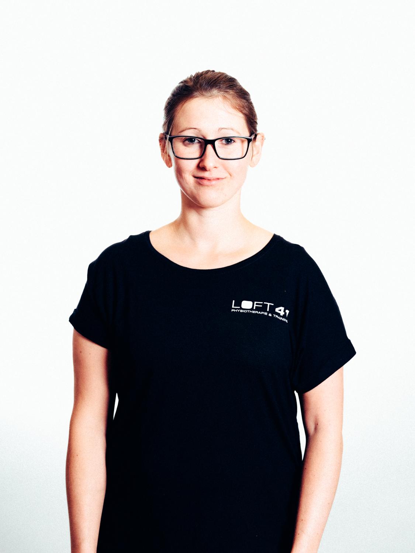 Portrait Foto von Johanna Grimus, Physiotherapeutin im Loft41