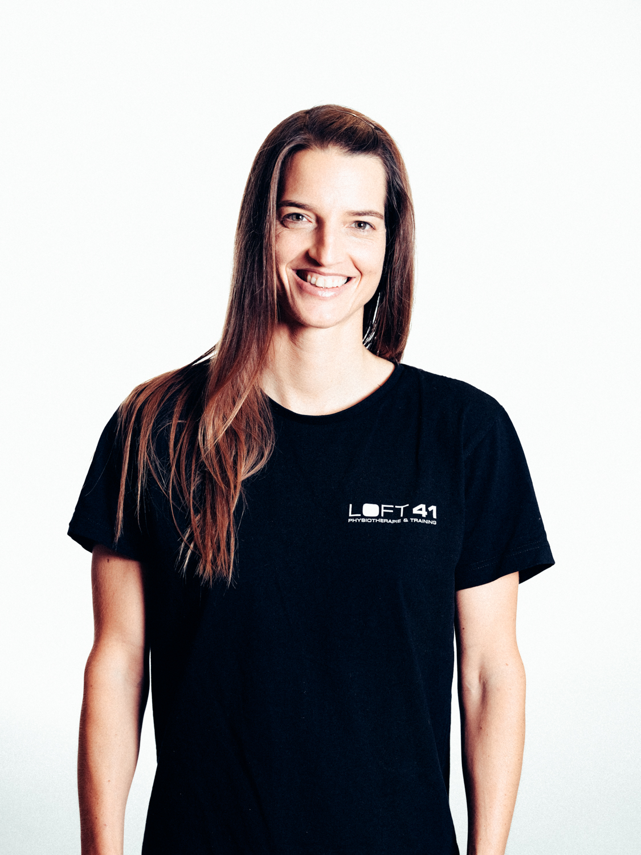 Portrait Foto von Lisa Filzmoser, Physiotherapeutin im Loft41