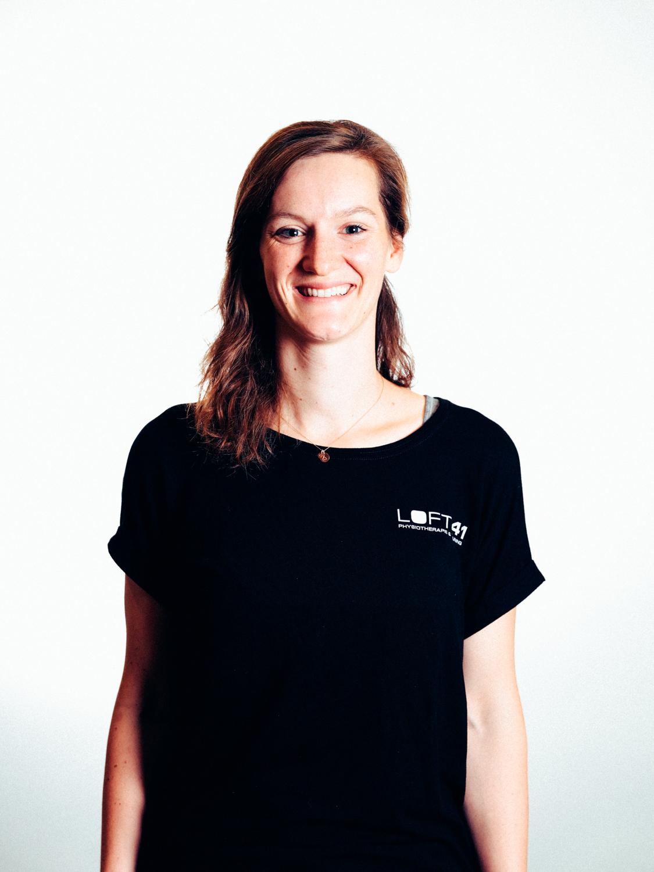 Portrait Foto von Monia Blasisker, Physiotherapeutin im Loft41